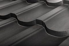 Geïsoleerde metaaltegel Modern dakwerkmateriaal Diagonale textuur royalty-vrije stock afbeeldingen