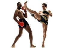 Geïsoleerde Muay Thaise kickboxing kickboxer in dozen doende mensen Royalty-vrije Stock Fotografie