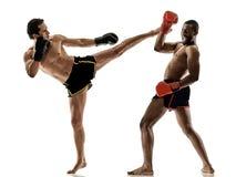 Geïsoleerde Muay Thaise kickboxing kickboxer in dozen doende mensen Stock Foto's