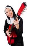 Geïsoleerde non met gitaar Royalty-vrije Stock Foto