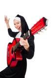 Geïsoleerde non met gitaar Royalty-vrije Stock Afbeelding