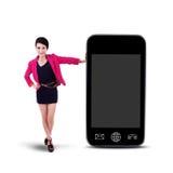 Geïsoleerde onderneemster en smartphone - Stock Fotografie