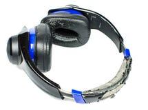 Geïsoleerde oude gebroken hoofdtelefoon Stock Fotografie