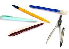 Geïsoleerde pennen en kompassen Stock Afbeeldingen