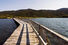 Geïsoleerde pijler bij Meer Taupo, Nieuw Zeeland Stock Afbeeldingen