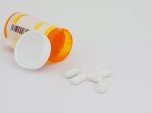 Geïsoleerde pillen en container Royalty-vrije Stock Foto's