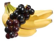 Geïsoleerde rode druiven en bananen Royalty-vrije Stock Afbeeldingen