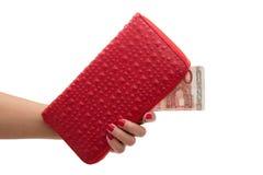 Geïsoleerde rode portefeuille en tien euro Stock Foto's