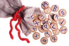 Geïsoleerde. runen en zak Stock Fotografie