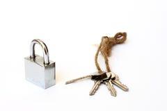 Geïsoleerde slot en sleutel Stock Afbeelding