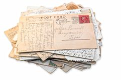 Geïsoleerde stapel prentbriefkaaren stock foto's