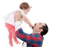 Geïsoleerde vader die zijn dochter op wit opnemen stock afbeeldingen