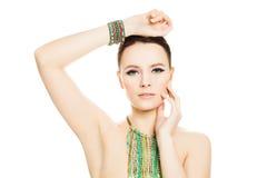 Geïsoleerde vrouw Make-upmanicure en Juwelen Royalty-vrije Stock Afbeeldingen