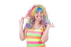 Geïsoleerde vrouw met kleurrijke pruik Stock Foto's