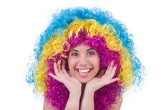 Geïsoleerde vrouw met kleurrijke pruik Stock Afbeeldingen