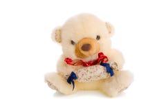 Geïsoleerdea teddybeer met gift Stock Afbeelding