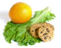Geïsoleerdec sla of koekjes en dieet of dessert Stock Afbeelding