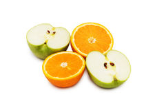 Geïsoleerded appel en sinaasappelen Stock Fotografie