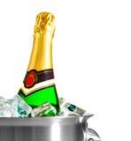 Geïsoleerded champagnefles in ijs Stock Foto's