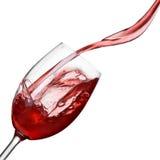 Geïsoleerded plons van wijn in glas royalty-vrije stock afbeelding