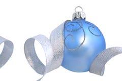 Geïsoleerdee de bal van Kerstmis stock foto