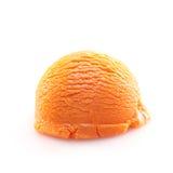Geïsoleerdef lepel van oranje roomijs Stock Fotografie