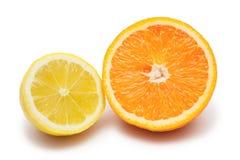 Geïsoleerdeg citroen en sinaasappel Royalty-vrije Stock Afbeeldingen