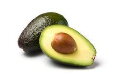 Geïsoleerdei geheel/half avocado Stock Afbeeldingen