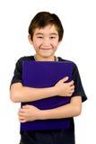 Geïsoleerdei jongen met blauw dossier, stock fotografie