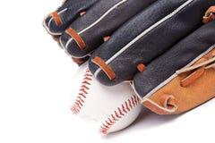 Geïsoleerdek honkbalhandschoen met bal Royalty-vrije Stock Fotografie