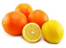 Geïsoleerdel citrusvruchten (citroen en sinaasappel) Royalty-vrije Stock Afbeelding