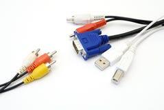 Geïsoleerden elektronische kabels Stock Foto's