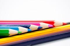 Geïsoleerden kleurpotloodregeling stock afbeelding