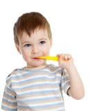 Geïsoleerden tanden en glimlachen van de baby de schoonmakende, stock foto