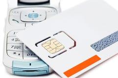 Geïsoleerdeo Cellphone en sim kaart Royalty-vrije Stock Foto's