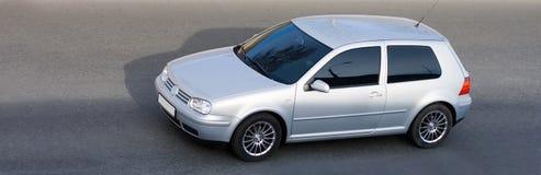 Geïsoleerdeo zilveren coupéauto stock foto