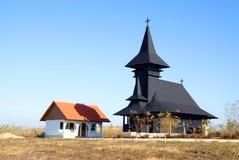 Geïsoleerder orthodoxe houten kerk stock foto's