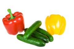 Geïsoleerder peper twee en komkommers royalty-vrije stock afbeelding