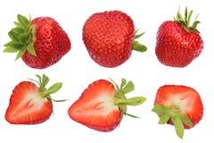 Geïsoleerdes aardbeien Inzameling van geheel en besnoeiingsaardbeivruchten op witte achtergrond met het knippen van weg worden ge Stock Afbeelding