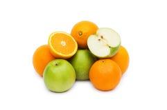 Geïsoleerdes appel en sinaasappelen Stock Foto's
