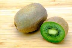 Geïsoleerdes het fruit van de kiwi Royalty-vrije Stock Foto