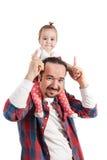 Geïsoleerdet vader carriying dochter over schouder op witte achtergrond royalty-vrije stock foto