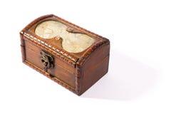 Geïsoleerdew houten schatborst royalty-vrije stock afbeelding