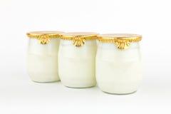 GeïsoleerdeW verse yoghurt. Stock Foto's