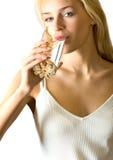 Geïsoleerdk vrouwen drinkwater Royalty-vrije Stock Afbeeldingen