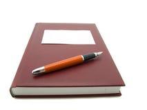 Geïsoleerdw notitieboekje en pen Stock Foto's