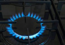 Geïsoleerdw op witte achtergrond Gas, brand in de keuken stock afbeelding