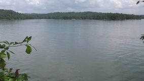 Geórgia, Carter Lake, bandeja de A através de Carter Lake o lago o mais profundo em Geórgia vídeos de arquivo