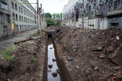 Geöffnet für die Reparatur des Abwasserkanaltunnels mit Abwasser Stockbilder
