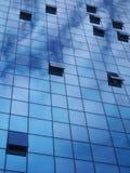 Geöffnete Fenster und der Himmel Lizenzfreie Stockfotografie